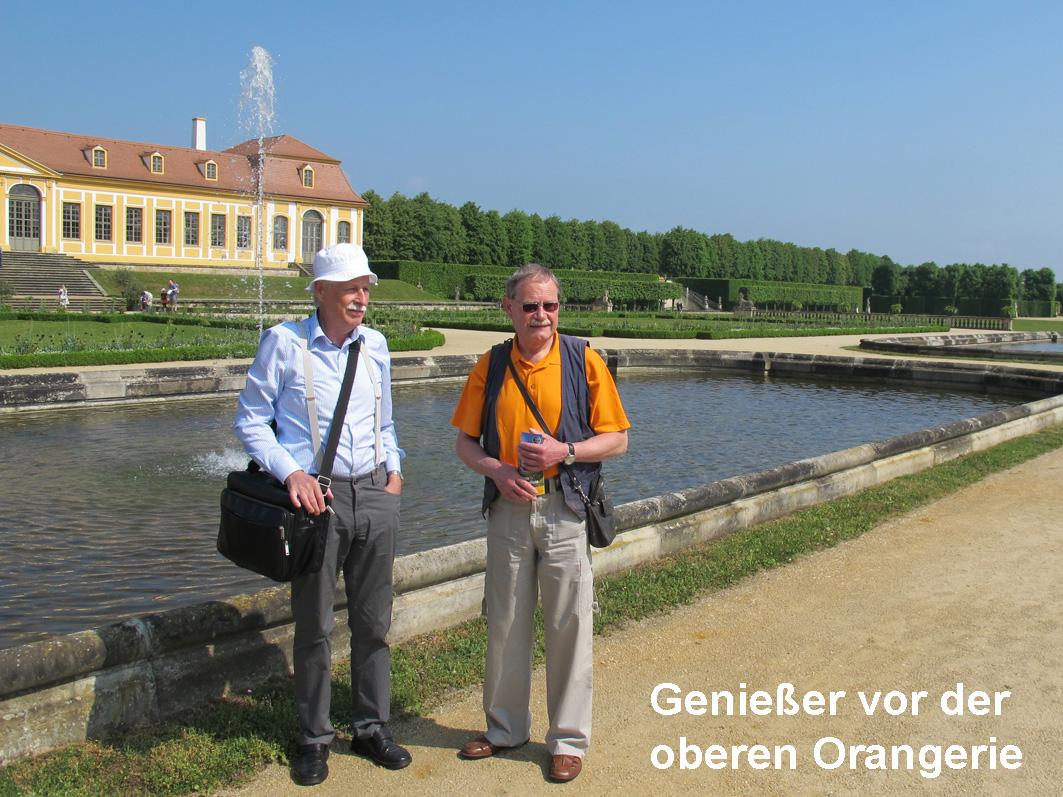 005-Besucher vor der oberen Orangerie
