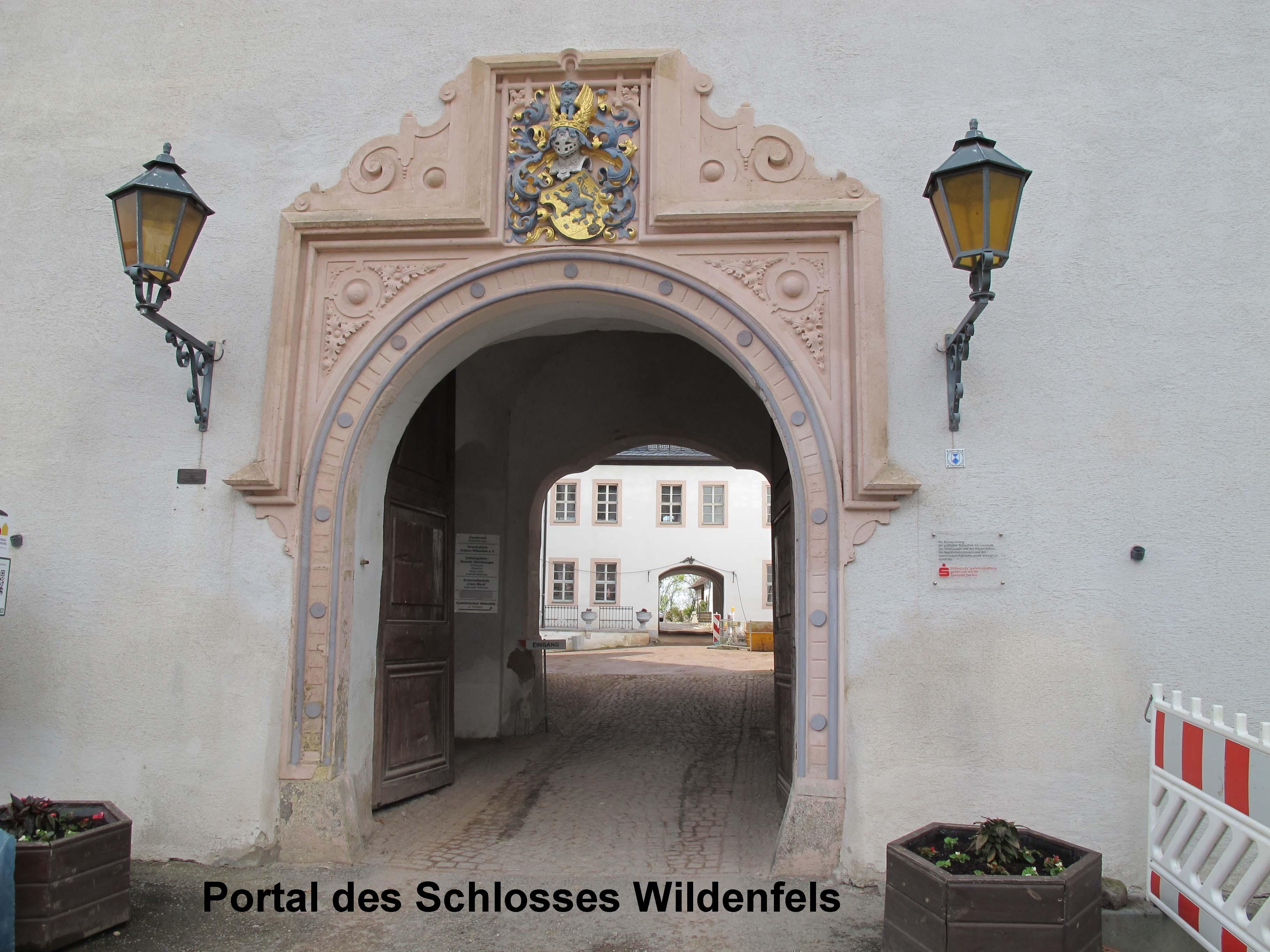 3 Schlosstor
