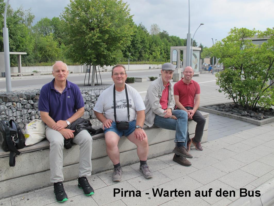 1 - Pirna-Warten auf den Bus Kopie